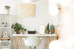 Workspace för författare` s i hem royaltyfri foto