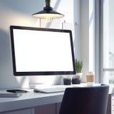 Workspace med den moderna datoren för silver framförande 3d royaltyfri foto