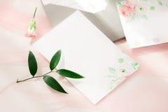 workspace Tarjetas de la invitación de la boda Foto de archivo libre de regalías
