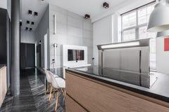 Worktop da cozinha com hob da indução fotos de stock royalty free