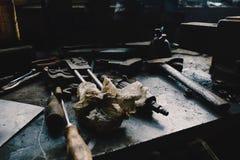 Worktop do mecânico - peças e ferramentas Imagens de Stock Royalty Free