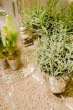 Worktop elegante de la cocina con las flores Imagen de archivo