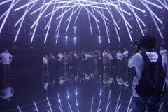 World's tänder den första digitala konstmusemet upp Tokyo, Japan arkivfoton