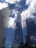 World Trade Center avec des nuages de réflexion Images libres de droits