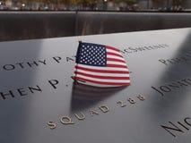 World Trade Center-Denkmal-Flagge lizenzfreie stockbilder