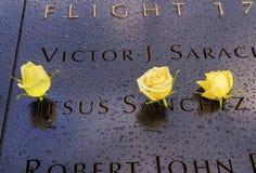 World Trade Center Jesus Names White Roses New commemorativo York NY Immagine Stock