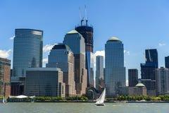 World Trade Center NYCS und Brookfield-Platzwolkenkratzer wie sehen Lizenzfreie Stockbilder