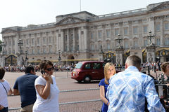 Worlds media outside Buckingham Palace Royalty Free Stock Photography