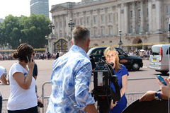 Worlds media outside Buckingham Palace Royalty Free Stock Image
