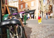 Worn-вне велосипед в St Tropez, Франции, с фильтрованным влиянием Стоковое Фото