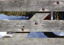 Worn деревянный строб с ржавыми болтами Стоковая Фотография RF