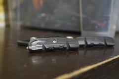 Worn тормозные колодки для велосипеда стоковые изображения