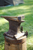 Worn iron anvil and hammer Stock Photography
