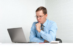 Worried businessman with laptop Royalty Free Stock Photography