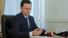 Worried businessman looking on smartphone and reading bad news stock video
