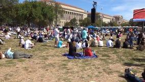 Worshiping de Paus in Washington DC stock footage