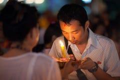 Worshipper heilig door Priestess Stock Foto's