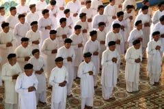 Worshippers in tempiale del cao Dai nel Vietnam Fotografie Stock