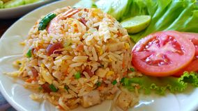 Worst gebraden rijst met tomaat door selectieve nadruk Royalty-vrije Stock Foto's