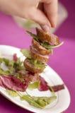 Worst met salade Stock Afbeeldingen