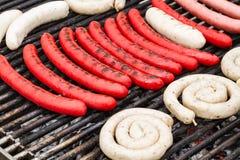 Worsten op een grill Stock Foto
