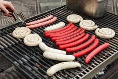 Worsten op een grill Stock Afbeelding