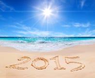 Wort 2015 auf dem tropischen Strand Stockfotografie