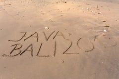 Wort Bali Java 2015, das in Sand schreibt Lizenzfreies Stockfoto