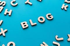 Wort-Blog auf blauem Hintergrund Lizenzfreies Stockbild