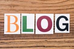 Wort ` Blog ` auf hölzernem Hintergrund Stockfoto