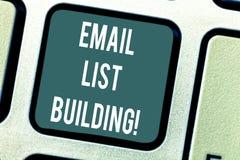 Wort, das Text E-Mail-Listen-Gebäude schreibt Geschäftskonzept für erlaubt Verteilung von Informationen analysisy Internetnutzern stock abbildung