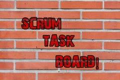Wort, das Text Gedränge-Aufgaben-Brett schreibt Geschäftskonzept für Sichtanzeigenfortschritt des Teams während Aufgabe oder Oper stockbild