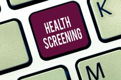 Wort, das Text Gesundheits-Siebung schreibt Geschäftskonzept für die gerichtete systematische Aktion entworfen, um Krankheiten zu lizenzfreie stockfotos