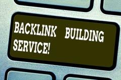 Wort, das Text Rückseiten-Verbindung errichtenden Service schreibt Geschäftskonzept für Zunahmerückseitenverbindung durch den Aus lizenzfreies stockfoto