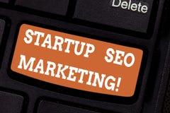 Wort, das Text Start-Seo Marketing schreibt Geschäftskonzept für Attract qualifizierte Führungen während Ihre Arbeit, die Tastatu lizenzfreies stockfoto
