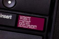 Wort, das Text Website-Inhalts-Entwicklung schreibt Geschäftskonzept für Prozess der Ausgabe von Informationen die Leser, nützlic lizenzfreie stockfotografie