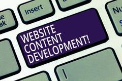 Wort, das Text Website-Inhalts-Entwicklung schreibt Geschäftskonzept für Prozess der Ausgabe von Informationen die Leser, nützlic stockfoto