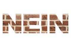 Wort in deutschem ` NEIN ` mit Beschaffenheit der Wand des roten Backsteins stockfotografie