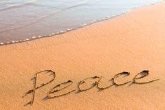 Wort-Frieden auf Sand Lizenzfreies Stockfoto