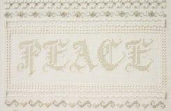 Wort Friedensder handgefertigten Stickereinäharbeit stockbilder