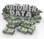 Wort-Geld-Bargeld der Kunden-Daten-3d stapelt Stapel-wertvollen Kontakt Stockbild