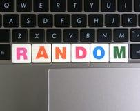 Wort gelegentlich auf Tastaturhintergrund lizenzfreie stockbilder