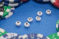 Wort ` gelegentlich mit Pokerchips lizenzfreie stockbilder
