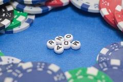 Wort ` gelegentlich mit Pokerchips lizenzfreies stockbild