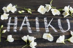 Wort Haiku, japanische Poesie, mit Jasmine Flowers lizenzfreie stockfotos