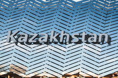 Wort-Kasachstan-Emblem, Text und Insignien-Thema Lizenzfreie Stockfotos