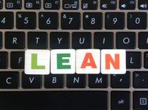 Wort-Mageres auf Tastaturhintergrund lizenzfreie stockfotografie