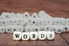 Wort mit Würfeln auf weißem Hintergrund Stockbild