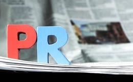 Wort PR auf Zeitung Lizenzfreies Stockfoto