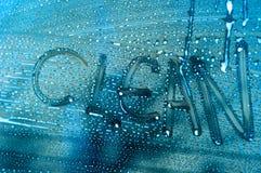 Wort sauber auf einem Autofenster Lizenzfreie Stockbilder